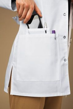 66 ideas medical doctor outfit fashion lab coats for 2019 Scrubs Outfit, Scrubs Uniform, Doctor Coat, Medical Uniforms, Nursing Uniforms, Lab Coats, Medical Scrubs, Outfit Trends, Peeling