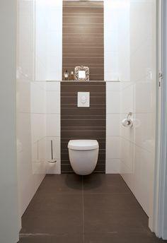 pin von gabi tuchler auf small bathrooms in 2018 pinterest toilet bathroom und toilet room. Black Bedroom Furniture Sets. Home Design Ideas