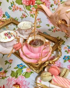 My Life in the Countryside Coffee Cups, Tea Cups, Cuppa Tea, Granny Chic, Vintage Table, High Tea, Discover Yourself, Tea Time, Tea Party