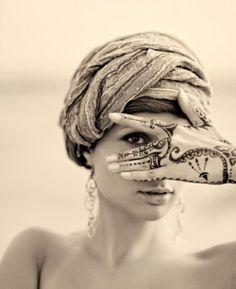 Gorgeous hand tattoo !