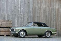 Deze Alfa Romeo GTC in Verde Oliva en grijs interieur wordt te koop aangeboden in België via Classic Driver. Volgens de verkoper verkeert de flaneermachine