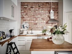 Kitchen, Brick Wall Kitchen Images White Ceramic Tiles On Backsplash Square Brown Solid Wood Table Rectangle Black Modern Varnished Cabinet Gray Subway Tile Classic Stained Cupboard: The Coolest by Using Natural Color Walls White Kitchen Worktop, White Kitchen Backsplash, Kitchen Tiles Design, Kitchen White, Fake Brick Wall, Brick Accent Walls, Faux Brick, Brick Walls, Brown Brick