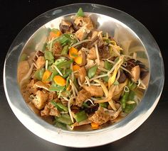 Buddha's Delight    25 tigerlily buds / golden needles 6-8 dried chinese mushrooms 10 dried tree-ear-mushroom 1 can of straw mushrooms (my own addition to the recipe) 150 gr gluten (seitan) 50 gr fried tofu cubes 100 gr beansprouts 1 carrot 50 gr mangetout 1 tl salt ½ tl sugar 125 ml vegetable stock 2 el light soysauce ½ tl sesameoil