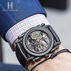 De vuelta al negro con el Tourbillon de cuerda manual de @manufactureroyale #tourbillon #reloj #relojes #watch #watches #estilodevida #lujo #HauteTime #hautetimemexico by hautetimemexico