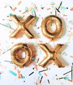 Buchstaben als #Luftballons: So kann man eine #Hochzeit ganz wunderbar verspielt #dekorieren oder dem Brautpaar mit einem besonders luftigem Geschenk überraschen.