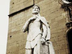 Estatua de Alfonso II de Asturias, el Casto (1157-1196; r. 1164-1196) de Oviedo, España