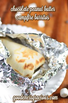 Chocolate Peanut Butter Campfire Burritos: Easy to make ahead for a cookout or camping trip. So yummy! Chocolate Peanut Butter Campfire Burritos: Easy to make ahead for a cookout or camping trip. So yummy! Camping Desserts, Köstliche Desserts, Camping Meals, Delicious Desserts, Yummy Food, Camping Dishes, Backpacking Recipes, Camping Food Make Ahead, Dessert Recipes