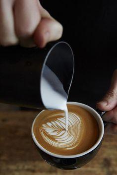 Vai um cafézinho com leite? - I Love Coffee! - http://www.universodosnegocios.com/ #Coffee