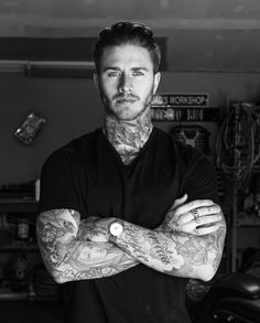Like times, 18 comments - Brook Dede (How to get in shape) on Insta . Tattoed Guys, Sexy Tattooed Men, Bearded Tattooed Men, Bearded Men, Trimmed Beard Styles, Beard Styles For Men, Hair And Beard Styles, Hot Guys Tattoos, Guys With Tattoos