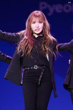 Wendy Red Velvet, Red Velvet Irene, Velvet Fashion, Kim Yerim, South Korean Girls, Kpop Girls, Asian Girl, Fashion Outfits, Singer