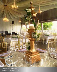 Hermoso centro de mesa tonos dorados