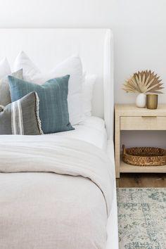 Interior Design Studio, Interior Design Inspiration, Room Inspiration, Design Ideas, Bedroom Artwork, Bedroom Paint Colors, Cosy Bedroom, Bedroom Decor, Bedroom Ideas