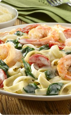 "It's time for a date night delicacy! With this recipe for Creamy Shrimp Alfredo, you'll have them at ""Alfredo."" For more FASTastic recipes and savings, visit: http://bit.ly/1QnFW1Q"