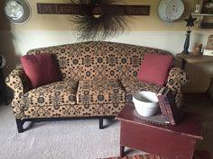 Love this sofa Primitive Living Room, Primitive Furniture, Country Furniture, Country Primitive, Living Room Furniture, Country Sofas, Sofa Design, New Living Room, Living Room Decor