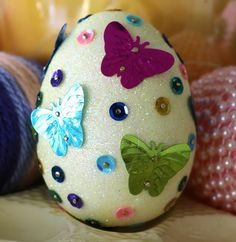 Today I'm showing my favorite Easter egg craft.  I really enjoyed making these. I started with styrofoam eggs that were already colored and glittered from Hobby Lobby. I gave the larger piece…