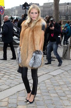 Poppy Delevingne - Celebs at the Louis Vuitton Show in Paris 6