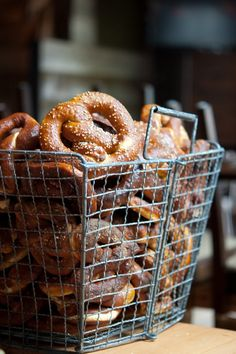 20 Creative Wedding Pretzel Station Ideas To Try – Wedding Catering Wedding Pretzels, Soft Pretzels, Baked Pretzels, Wedding Catering, Catering Events, Party Catering, Catering Food, Food Photography Styling, Bread Baking