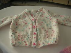 What's soft, white, and covered in adorable sprinkle-colored specks? The Funfetti Baby Cardigan! This adorable baby cardigan pattern features raglan sleeves and a row of adorable little buttons. Free Newborn Knitting Patterns, Baby Cardigan Knitting Pattern Free, Crochet Baby Cardigan, Knit Baby Sweaters, Free Knitting, Baby Knits, Kids Knitting, Knitting Ideas, Free Pattern