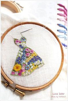 出産ぶり、久〜しぶりに刺しゅうを再開☆ 森れいこ先生の、loveletterです。 小さくてみっちりのドレスなので大変でしたが、先生のデザインは本...