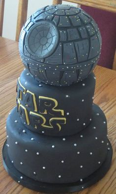 Star Wars cake! I must have this cake!!! Either for my birthday next year or maybe someday........wedding cake....... XD