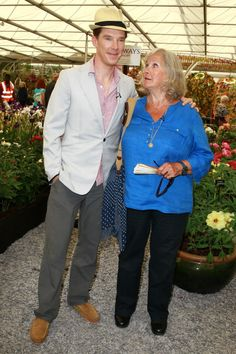 """Benedict Cumberbatch visited the Telegraph garden with his mother, Wanda, and pronounced it """"absolutely beautiful"""""""