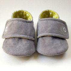 Baby Booties in Gray Corduroy and Yellow  PolkaDot door Molipop