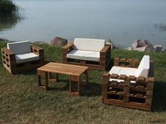 white-cushioned-pallet-chairs-and-sofa.jpg 720×540 pixels