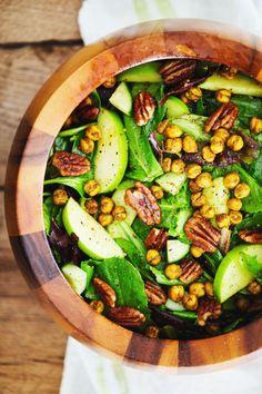 Curry Apple Salad with Spiced Chickpeas A delicious salad Mein Blog: Alles rund um die Themen Genuss & Geschmack Kochen Backen Braten Vorspeisen Hauptgerichte und Desserts # Hashtag