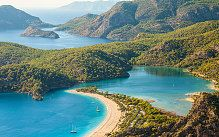 The beach at Oludeniz is one of the urquoise Coast's marvellous beaches, where the waters are  invitingly deep, blue and clear.