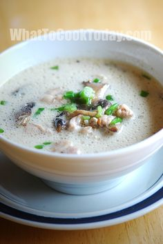 Thai chicken coconut soup/ tom kha gai