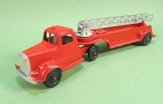 Tootsietoy Aerial Ladder Fire Truck 9\