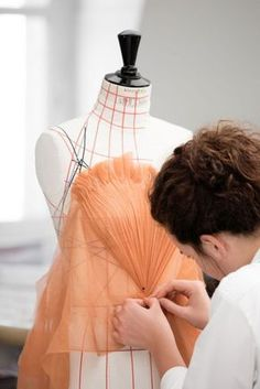 Dumm – Famous Last Words Draping Techniques, Sewing Techniques, Couture Details, Fashion Details, Costura Fashion, Pattern Draping, Couture Sewing, Pattern Cutting, Dress Sewing Patterns