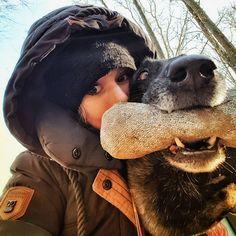 Dem Wind getrotzt  ...aber der ist echt so fies. Muss es noch mal zum hundersten mal sagen  --------------------------------------------------------------- #hundeliebe #malinoislove #mali #malinois #belgischerschäferhund #schäferhund #hunde #dogs #bestfriend #mydog #wald #naturegirl #nature #naturpur #sweet #süß #feeby #selfie #sun #sunshine #meandmydog #belgianmalinois #instadogs #dogoftheday #ich #naketano