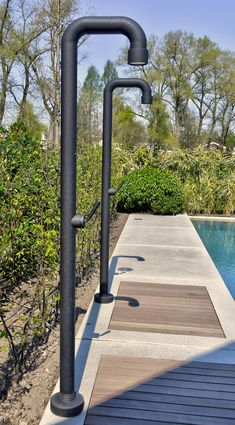 pool im garten ideen Outdoor swimming pool by VSB Wellness - buitenzwembad Backyard Pool Designs, Swimming Pools Backyard, Backyard Landscaping, Pool Shower, Garden Shower, Outdoor Pool, Outdoor Gardens, Beach Entry Pool, Outdoor Bathrooms
