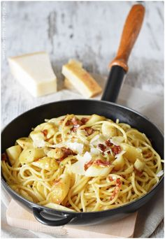Spargelcarbonara  - Kleines Kulinarium Seafood Soup Recipes, Shrimp Recipes For Dinner, Seafood Dinner, Healthy Pasta Recipes, Pizza Recipes, Fancy Pizza, Deep Dish Pizza Recipe, Healthy Weeknight Meals, Easy Cheesecake Recipes