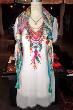 Obsessed with Johnny for a long time now. A Boho Chic Spring Look Styled by the Johnny Was Santa Monica Place Team Bohemian Mode, Bohemian Style, Boho Chic, Hippie Style, My Style, Gypsy Style, Look Fashion, Womens Fashion, Fashion Design