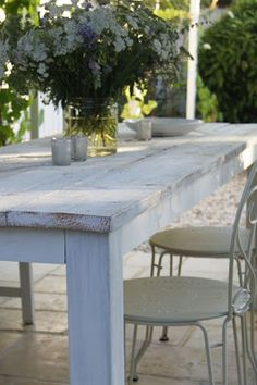 DIY garden table (originally in Finnish, must be translated) Outdoor Rooms, Outdoor Tables, Outdoor Living, Outdoor Furniture Sets, Outdoor Decor, Make A Table, Diy Table, Fresco, Diy Garden Table