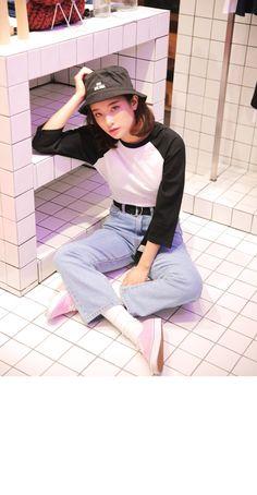 Cotton Raglan T-Shirt (Black)   STYLENANDA
