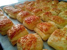Sajtos-tejfölös-túrós pogácsa Pretzel Bites, Healthy Desserts, Hot Dog Buns, Bakery, Food And Drink, Pasta, Sweets, Bread, Snacks
