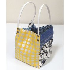 bag from meisen kimono-Cindylee thinks this out of ties for carrying a wine bottle to a friends! Kimono Fabric, Fabric Bags, Japanese Bag, Patchwork Bags, Purse Patterns, Bag Making, Fashion Bags, Louis Vuitton Damier, Purses And Bags