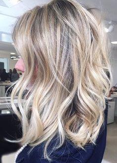 haircuts for thick wavy hair Hairstyles Haircuts, Pretty Hairstyles, Popular Hairstyles, Collarbone Length Hair, Hair Affair, Great Hair, Hair Highlights, Hair Today, Gorgeous Hair