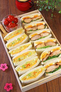 バーベキューチキンと卵のサンドウィッチ!! カレーポテトサラダとチェダーチーズのサンドウィッチ