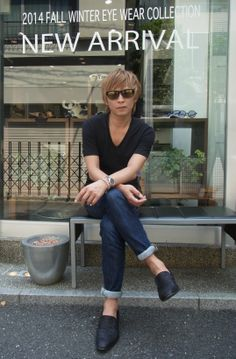 53abd862400 Rock n Roll fashion accessories  Lead guitarist Inoran from the Japanese  band Luna Sea wearing