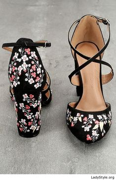 Awesome floral shoes, love it - LadyStyle