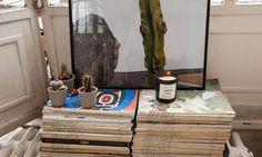 The Socialite Family | Magazines comme une table chez Maria de la Orden et Jérôme Baril. #family #famille #mariadelaorden #jérômebaril #mauloa #paris #glass #luminosity #light #magazines #books #livres #cactus #candle #indoor #art #design #architecture #déco #style #fashion #home #thesocialitefamily