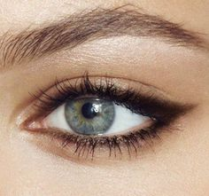 I wish I had girl skills. Just so I could do eyeliner like this.