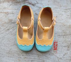 French vintage 60's / kids / leather shoes / new door LeBeauVetement, €40.00