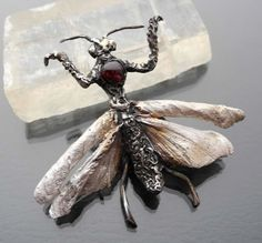Silver Mantis With Garnet Brooch - product image of SCHJ  #silverbrooch #silverjewellery #jewelry #jewellery #brooch #handmadejewellery #uniquejewellery #gifts #jewellerystore #jewelleryboutique  #handmadejewellery #uniquejewellery #gifts #silverchamberjewellery #supporthandmade #supporthandcraft #buyjewelleryonline #christmascountdown #christmaslist #giftidea #gift