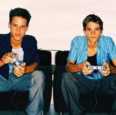 Los efectos de los hábitos de jugar videojuegos violentos en la hostilidad de los adolescentes | eHow en Español