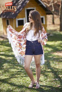 Kimono, cintura alta e jeans